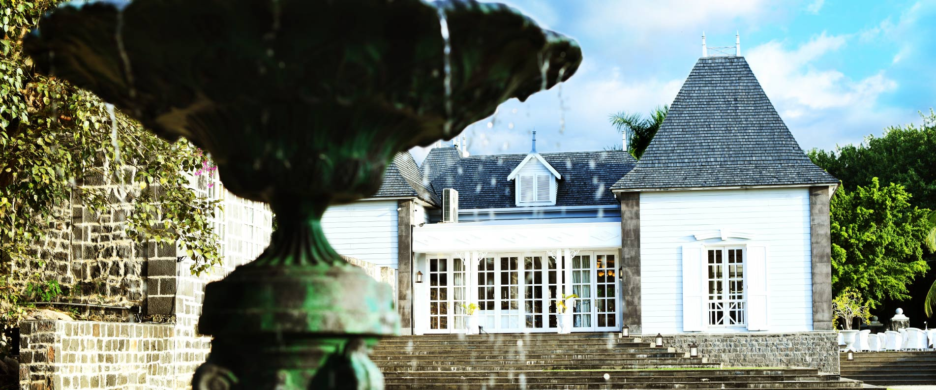 1903×793-chateau-day